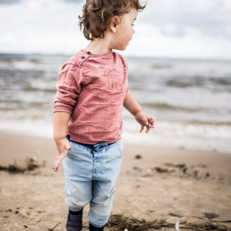Image: child on beach to illustrate growth mindset. Photo by Patryk Sobczak.